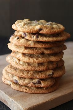 Thin and Crispy Chocolate Chip Cookies, super fast and no mixer required! I substituted maple syrup for the corn syrup and added twice the salt and they were delicious! Cookie Desserts, Just Desserts, Cookie Recipes, Delicious Desserts, Dessert Recipes, Crispy Cookies, Yummy Cookies, Junk Food, Thin Chocolate Chip Cookies