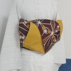 半幅帯(新品、ポリエステル)を、浴衣や普段着におすすめの造り帯にしました。変わり結び「くるりん」。二度巻いた帯がお太鼓になっています。手結びでは難しい、造り帯...|ハンドメイド、手作り、手仕事品の通販・販売・購入ならCreema。