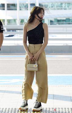 Kim Jennie look Blackpink Fashion, Fashion Looks, Fashion Details, Asian Fashion, Fashion Outfits, Womens Fashion, Fashion Belts, India Fashion, Street Fashion