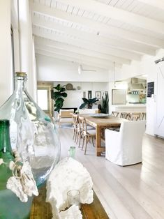 An Organic Modern House by the Ocean Is Airy and Bright - Das ist meine Nachbarschaft Beach Cottage Style, Coastal Cottage, Beach House Decor, Coastal Decor, Home Decor, French Cottage, Coastal Style, Beach Condo, Coastal Living