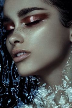 Shimmering make up