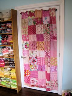 love! Want my curtains to be this beautiful!