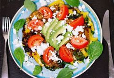 Frittata met paprika, feta en avocado