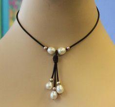 Artículos similares a cuero y collar de perlas de agua dulce - el mejor precio, enormes perlas en Etsy