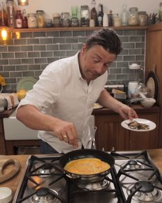 How to make a folded omelette Jamie Oliver Healthy Recipes, Jamie Oliver 5 Ingredients, Veg Recipes, Wine Recipes, Real Food Recipes, Cooking Recipes, Easy Cooking, Healthy Cooking, Healthy Snacks