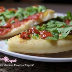 Pizza con pomodorini e rucola senza forno. Condivisa da: http://blog.giallozafferano.it/myrossofragola/
