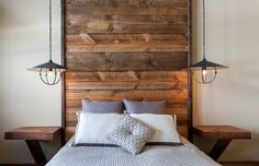 Floor-to-ceiling headboard with wooden planks in the rustic bedroom