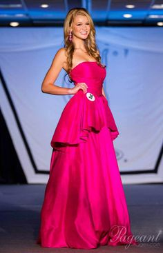 Right off the bat, I thought this gown was a HIT. Miss Indiana Teen USA 2014, Zoe Parker, looked pretty in pink in this gorgeous evening gown. Her vibrant dress featured a strapless neckline with a fitted bodice, which then flared into a small princess-style skirt. Around her waist there was an extra layer of fun flouncy fabric, which totally added a WOW factor to her look.