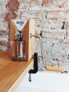 My New Favorite Kitchen Gadget: FlicFloc The Grain Flaker. It's never been easier to make fresh and sugar-free oats, quinoa and rice flakes at home. Get the full post + a new #lowFODMAP recipe over at fructopia.de/en #fructosefriendly #sugarfree #FODMAP #FlicFloc #grainflaker #Flocker #KoMo