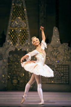 The Nutcracker – Francessca Hayward as the Sugar Plum Fairy - (C) Royal Opera House - Photographer: Helen Maybanks Ballet Poses, Dance Poses, Ballet Dancers, Royal Ballet, Alvin Ailey, Body Painting, Black Dancers, Sugar Plum Fairy, Ballet Photography