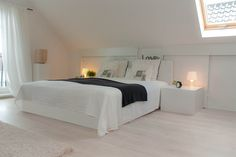 Zolder als ruime slaapkamer Bungalow Bedroom, Dream Bedroom, Home Bedroom, Master Bedroom, Attic Bedroom Designs, Attic Bedrooms, Loft Conversion Bedroom, Attic House, Sleeping Loft