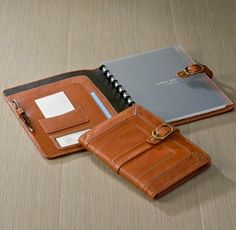 Crafted in rich, durable, vegetable-tanned leather, the Tahoe Circa Jacket dresses your notebook in secure style. Notebook Sleeve, Arc Notebook, Leather Notebook, Leather Case, Copic Pens, Copic Markers, Arc Planner, Planner Ideas, Day Planners