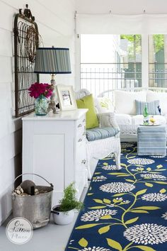 5 Summer Porch Decor Ideas that will add a cozy feeling to your outdoor space, and make it function like an indoor space. Home Porch, Diy Porch, Porch Ideas, Summer Porch Decor, Outdoor Rooms, Outdoor Decor, Outdoor Ideas, Savvy Southern Style, Porch Furniture