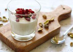 Esta es una nueva receta de yogurt con arándano y pistache, la mezcla de estos dos ingredientes es extraordinaria.