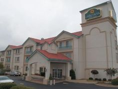 Newnan (GA) La Quinta Inn & Suites Atlanta South - Newnan United States, North America The 3-star La Quinta Inn & Suites Atlanta South - Newnan offers comfort and convenience whether you're on business or holiday in Newnan (GA). The property features a wide range of facilities to make your stay a pleasant experience. Take advantage of the hotel's free Wi-Fi in all rooms, 24-hour front desk, express check-in/check-out, luggage storage, laundry service. Each guestroom is elegant...