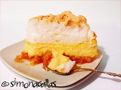 Apple Custard Meringue Dessert - an old Romanian recipe - simonacallas Scottish Recipes, Turkish Recipes, Apple Custard, Meringue Desserts, Romanian Food, Romanian Recipes, Good Food, Yummy Food, Healthy Food