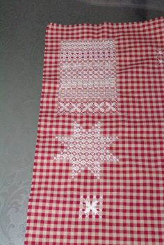 Banner in broderie suisse
