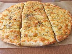 Easy Cheesy Garlic Breadsticks--can use homemade pizza dough . or store bought Garlic Pizza, Cheesy Garlic Bread, Garlic Cheese Bread, Bread Recipes, Cooking Recipes, Cooking Time, Sandwiches, Cheesy Breadsticks, Breadsticks Recipe