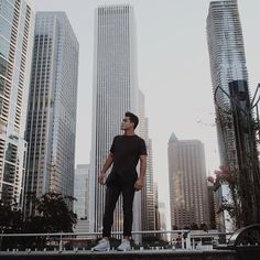 """Gtayson Dolan :""""Explored Chicago today. It is AMAZING here Photo by my sis @camdol""""."""