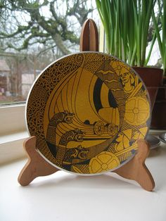 Viking plate... modern art and I would love to have one of these... does anyone know who makes them?