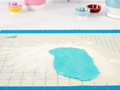 Unlock amazing possibilities for decorating with fondant and gum paste when you roll them out on the Ateco Fondant Work Mat. This non-stick surface features an easy-to-read grid with measurements. ...