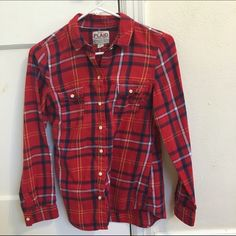 Plaid button down *can be worn open or buttoned *in great condition *size XS but fits more like a S  *100% cotton  *I offer discounts for bundles, make me an offer :) Old Navy Tops Button Down Shirts