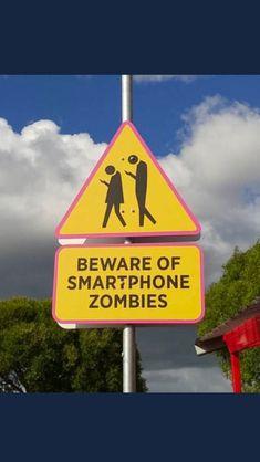 Året är 2017 och numera behövs det denna typen av skyltar:Beware of smartphone zombies. Känns som denna typen av skyltar faktiskt behövs dock. Hela världen går som zombies med ansiktet mot mobilen. Fin skylt!