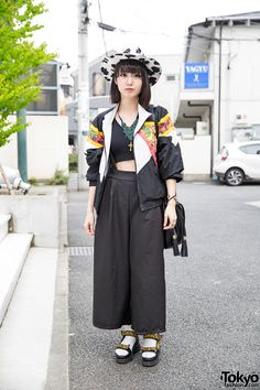Lana is a electrical engineer who we often see around Harajuku. She's wearing a Murua crop top with Nadia Harajuku wide leg pants and Lowrys Farm platform sandals. K Fashion, Tokyo Fashion, Harajuku Fashion, Trendy Fashion, Fashion Outfits, Harajuku Style, Grunge Outfits, Latest Fashion, Korea Fashion