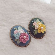 Hand Embroidery Flowers, Embroidery Patterns, My Sewing Room, Coin Purse, Cross Stitch, Brooch, Rings, Accessories, Jewelry