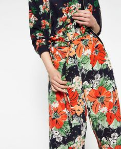 New clothes and accessories updated weekly at ZARA online. Stay in style with seasonal trends. Textiles, Textile Prints, Textile Design, Floral Prints, Cloth Flowers, Fashion Prints, Fashion Design, Zara Fashion, Trousers Women