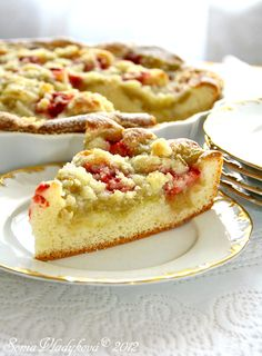 Transform yellow cake mix into scrumptious Apple-Cranberry Crumb Bars with chopped Gala apples and fresh or frozen cranberries. These scrumptious crumb-topped bars are the perfect autumn treat. Make Apple-Cranberry Crumb Bars for your next party! Cranberry Recipes, Apple Recipes, Cranberry Bars, Just Desserts, Dessert Recipes, Apple Desserts, Yummy Treats, Sweet Treats, Lemon Cheesecake Bars