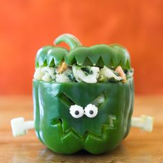 Chicken Florentine Frozen Skillet Meal never looked so. Check out this delicious stuffed green pepper recipe today. Healthy Halloween, Halloween Dinner, Halloween Treats, Halloween Fun, Halloween Foods, Toddler Halloween, Homemade Halloween Decorations, Scary Decorations, Fall Recipes