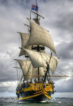 Etoile du Roy (éplica de um três mastros de 1780) Fragata real da marinha completo com canhões que era o tipo de navio da Batalha de Trafalgar