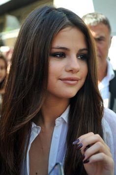 Your selena gomez source Selena Gomez Tumblr, Selena Gomez Daily, Selena Gomez Pictures, Selena Selena, Selena Gomez Photoshoot, Beauty Kit, Portraits, Marie Gomez, Straight Hairstyles