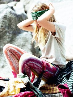 Tie dye leggings + white t-shirt + green bandana