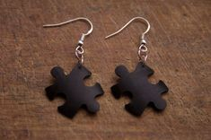 Jigsaw earrings made from bicycle inner tubes by PedalRebel
