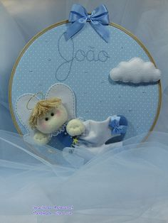 Embroidery hoop craft in fabric and felt for nursery decoration