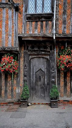 Lavenham, Suffolk, England: This little village is amazing, about 15 minutes outside of Bury St Edmunds Porte Cochere, Cool Doors, Unique Doors, Gates, Knobs And Knockers, Porches, Beautiful Buildings, Interesting Buildings, Doorway
