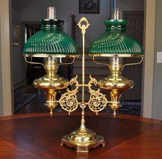 This particular photo is truly a striking design technique. Antique Oil Lamps, Antique Decor, Vintage Lamps, Vintage Chandelier, Victorian Lighting, Vintage Lighting, Cool Lighting, Lampe Decoration, Art Deco Table Lamps