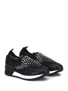 JANET SPORT - Sneakers - Donna - Sneaker in pelle e tessuto con multi strass e borchie su tomaia. Suola in gomma, tacco 30, platform 20 con battuta 10. - NERO - € 199.00