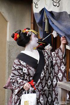 Maikohan (42) by Kyoto Sanada, via Flickr, Japan. S)