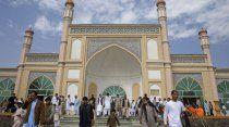 India shops ahead of Eid, as world celebrates the holy festival