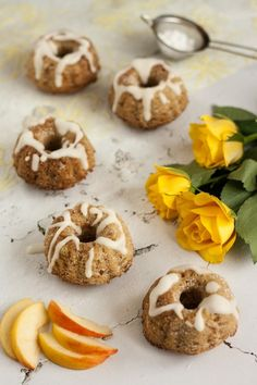 Minikuglóf recept Doughnut, Muffin, Paleo, Cupcake, Food, Meal, Cup Cakes, Eten, Beach Wrap