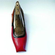Shoes in the making #handmadeinitaly #handmadeinrome #hearth #artigianatoromano #artisanshoes http://ift.tt/1RV2N9U - http://ift.tt/1HQJd81