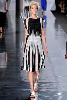 See all the Collection photos from Issey Miyake Spring/Summer 2013 Ready-To-Wear now on British Vogue Issey Miyake, Fashion Week, Runway Fashion, Fashion Show, Fashion Outfits, Fashion Details, Fashion Design, Daytime Dresses, Japanese Fashion