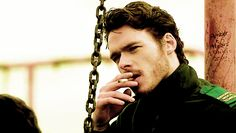 this really doesn't help the anti-smoking people cause god richard madden makes it look sexy