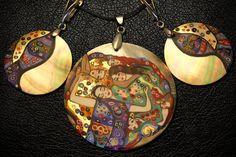 Pendant and Earrings. Handmade. Painted in oil on mother of pearl. Gustav Klimt Innocence (1913). Natural shell. The diameter of the lockets is 55mm. The diameter of the earrings is 35mm. #UveStyle