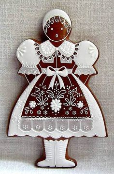 Gorgeous piping, vintage European gingerbread girl - a work of art! Fancy Cookies, Iced Cookies, Cute Cookies, Holiday Cookies, Cupcake Cookies, Ginger Cookies, Almond Cookies, Chocolate Cookies, Cupcakes