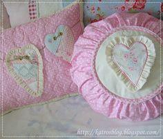 Лоскутные и с вышивкой подушки и одеяла ...handmade by Katroš.... Обсуждение на LiveInternet - Российский Сервис Онлайн-Дневников