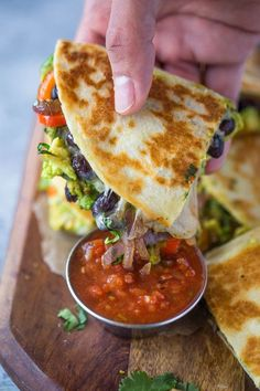 Crispy quesadillas filled with beans, sautéed onions, bell pepper, avocado and lots of cheese. These avocado black bean quesadillas are filling and make a great vegetarian meal too! Happy New Year! It's been a great recipes Avocado Black Bean Quesadillas Veggie Recipes, Beef Recipes, Mexican Food Recipes, Whole Food Recipes, Cooking Recipes, Healthy Recipes, Wrap Recipes, Healthy Summer Dinner Recipes, Summer Vegetable Recipes